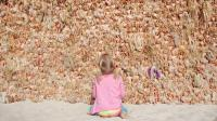 澳洲海滩现奇葩遮阴墙, 用3000个洋娃娃组成, 游客刚躺下就被吓跑!