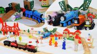 工程车带来小火车轨道玩具
