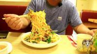 胖纸哥进15年老店, 一份黄面吃出南北疆饮食差异