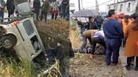 江苏淮安载7名同学面包车冲下河 司机不幸身亡