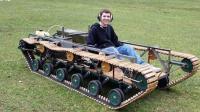 高中生用废木料造坦克, 木头履带还能越野, 会开着去上学吗