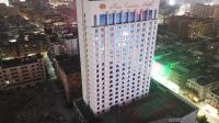 航拍: 东莞新世纪五星级酒店地处黄金地段, 荒废多年网友深感可惜