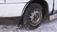 牛人用3000根钢针做轮胎, 在雪地行驶, 网友: 密集恐惧!