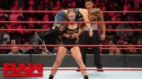 【RAW 11/19】隆达罗西在受伤的情况下状态依旧凶猛 断臂锁拿下米琪