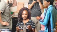 非洲的小姐姐, 虽然还是学生, 在头发上的花费真不小