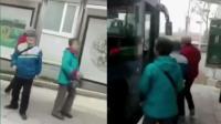 老太偷公交司机早餐 车队: 怕假摔不敢拦