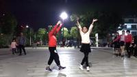 搞笑了! 2小孩跳广场舞《拉萨夜雨》, 这舞姿形态比大人都好看