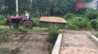 农村老师傅开四轮拖拉机, 倒车的技术太牛了, 一般人看不出其难处