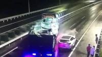 浙江高速1分钟发生2起追尾 女子救下一车人