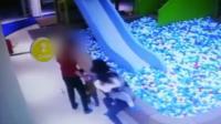 孩子玩耍起争执 女子将对方孩子扔在地上