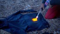 号称能穿100年的衣服, 怎么蹂躏都没事, 湿了直接用火烧干