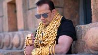 世界上最会炫富的人, 每天戴5斤黄金出门, 不怕被抢吗?