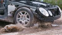 汽车高速过坑洼伤害有多大? 老外4K慢镜展示, 看完心疼!