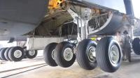 你知道飞机轮胎系统是如何工作吗? 看完后长见识了