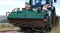 德国修土路都用这机器? 还是太简陋, 还没咱的村村通工程实在!