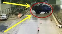 雨天路滑导致三辆大货车极速漂移, 看得人心惊胆战, 画面太惊险