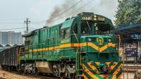 为什么青藏铁路经过格尔木市, 要换美国火车头呢? 今天算长见识了