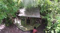 荒野生存 生存哥 原始技能 森林深处用竹子建房子和游泳池