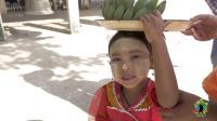 这么小的缅甸女孩, 已经开始赚钱养家了! 合影一次收费9元