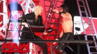 【RAW 12/10】希斯莱特被迫做黑哨 推倒铁梯阻止赛斯罗林斯拿到腰带