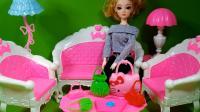 芭比公主的选择困难症又犯了, 她的一字领服饰搭配哪款包包呢?