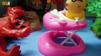 小猪佩奇玩具故事: 佩德罗骑车撞到了霸王龙, 真可怕哦