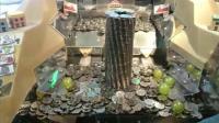 为啥游戏厅的推币机, 投多少硬币都掉不下来? 老板不小心说出实情