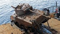 海沟1万米处是什么样? 坦克瞬间压成废铁, 科学家: 还有活物存在