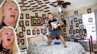 国外小哥将自己的自拍照贴满了老妈的房间