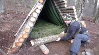 露营旅行荒野生存体验之建造木屋过冬
