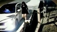 面对劫匪这名司机应对的方式, 绝对是教科书式的, 镜头拍下全过程!