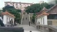 男子开越野车爬楼梯闯孔庙, 辩称理由无法让人接受