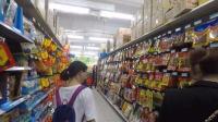 中国5毛钱的零食, 老外竟然表示吃不起, 每月只有来中国才能吃一次!