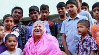 梁红印度之行, 79岁印度老太太收养1400名孤儿, 真的很感人!