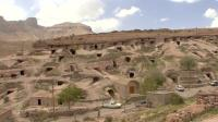 世界上最古老的村庄, 生活方式随季节变化, 上百万人还过穴居生活