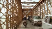 勇士来到了印度的一座桥,这桥实在太窄了,并排只能通过两辆汽车