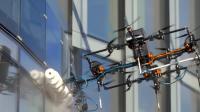 """无人机擦玻璃, 能飞350米高, 比人工快20倍, """"蜘蛛人""""会失业吗"""