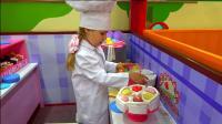 熊孩子变身成为糕点师, 哈哈! 这个儿童乐园可真有趣! 小家伙们玩的好开心呀!