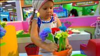 萌娃小可爱摇身一变成了花店老板, 这些花可真漂亮呀! —萌娃: 您要买花吗?
