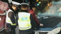 驾驶员在车内疑似注射毒品 交警机智拦截