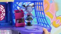 吸血鬼女孩玩具: 女孩温蒂在家里玩耍转圈圈发现美味的糖果