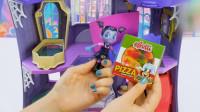 吸血鬼女孩玩具: 温蒂在家里发现糖果和披萨软糖开心的品尝起来