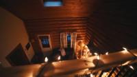 旅行露营远离繁华都市的冬季森林