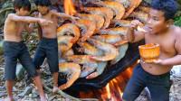 石板上烤的龙虾, 非常美味, 兄弟3人玩起套路抢着吃, 太搞笑了