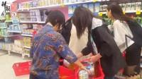 澳女子拍中国人抢奶粉 称还被攻击