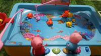 育儿玩具: 小猪佩奇全集玩具视频, 小猪佩奇乔治的钓鱼玩具比赛! 小猪佩奇第六季小伶玩具