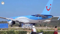 小伙看飞机起飞过程, 谁知意外突然发生, 监控拍下搞笑的一幕