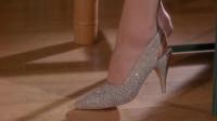 丑女得到一双魔力高跟鞋, 穿上它后, 全世界的男人都爱上了她!
