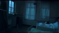 男子洗手间看见恐怖护士, 躲进房间后护士也进来了, 这段太吓人了