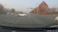 交通事故集锦49助你提高安全意识: 转自交通事故video: 侣途帮